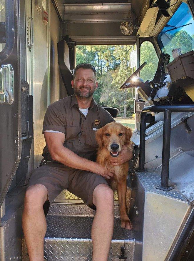 Пёсики, которые встречают водителей курьерской службы UPS