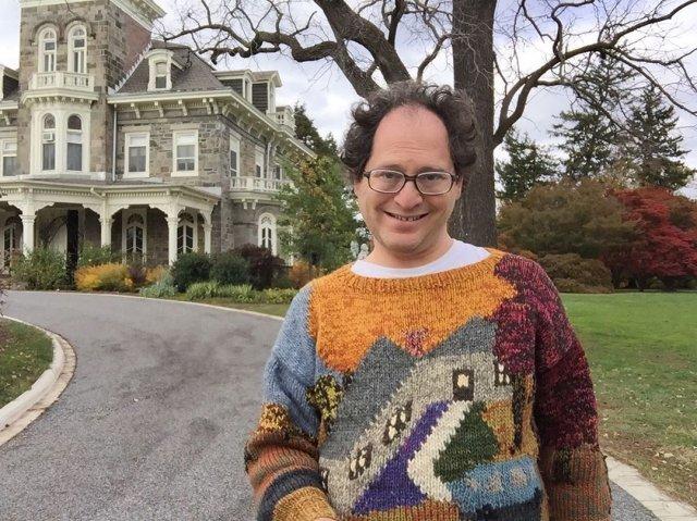 Забавные селфи в свитерах на фоне достопримечательностей