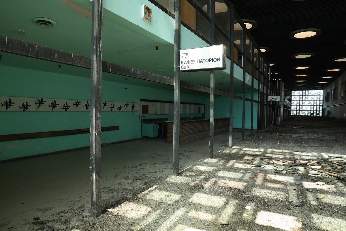 Жуткие снимки заброшенного Кипрского аэропорта