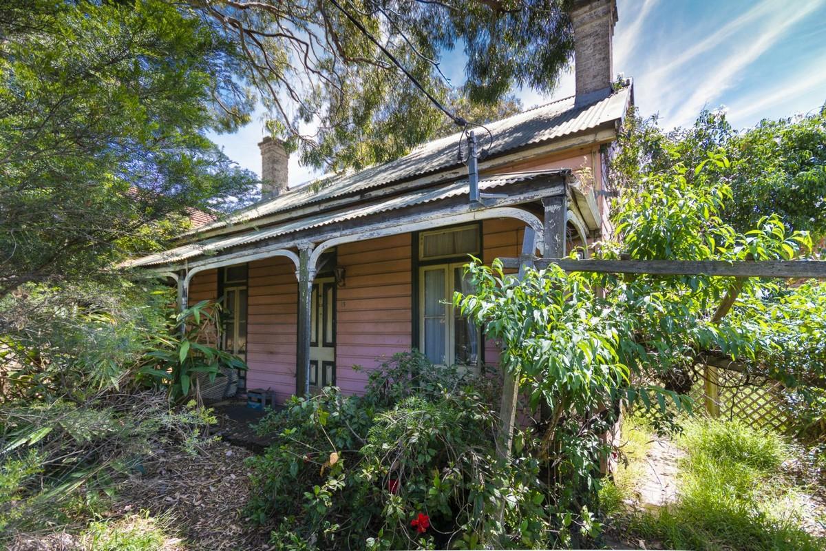 Жуткий дом-призрак в викторианском стиле