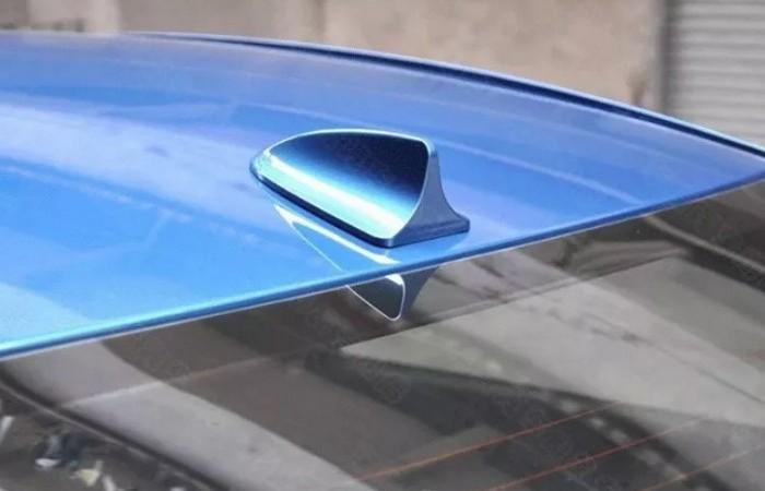 Для чего нужен загадочный плавник на крыше автомобиля