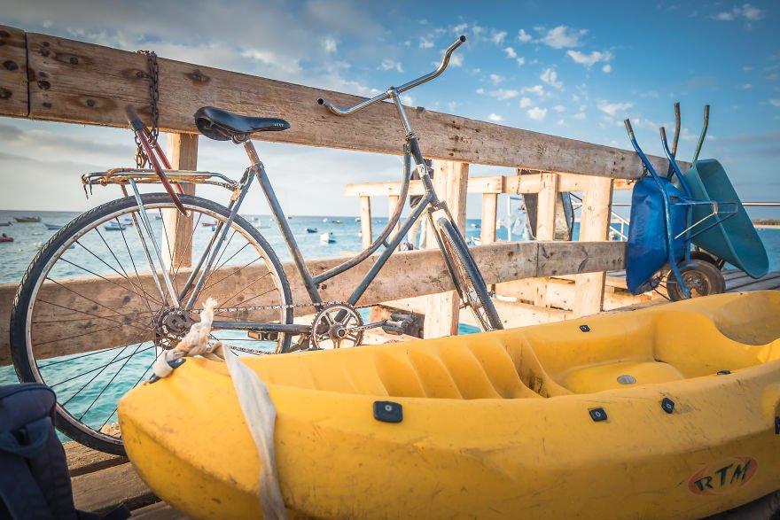 Фотограф делает интересные снимки велосипедов по всему миру