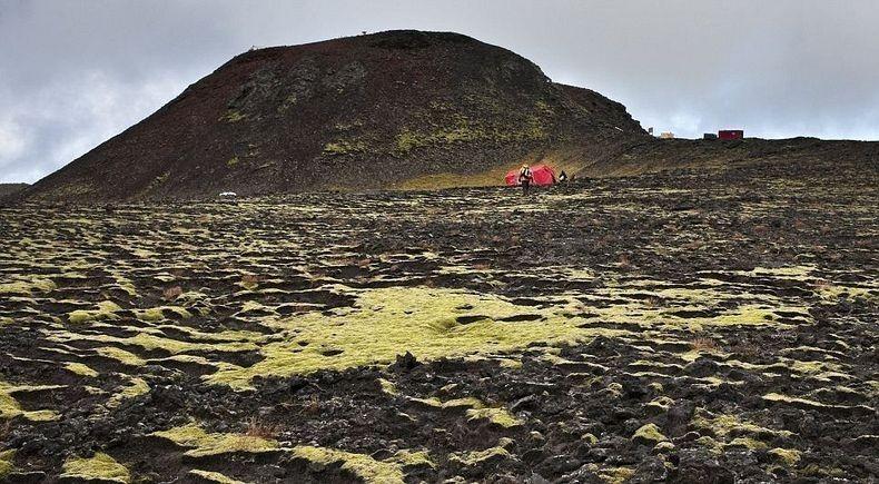 Необычный вулкан, в который можно спуститься