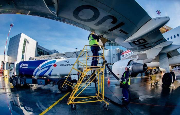 Почему топливные баки расположены именно в крыльях самолета