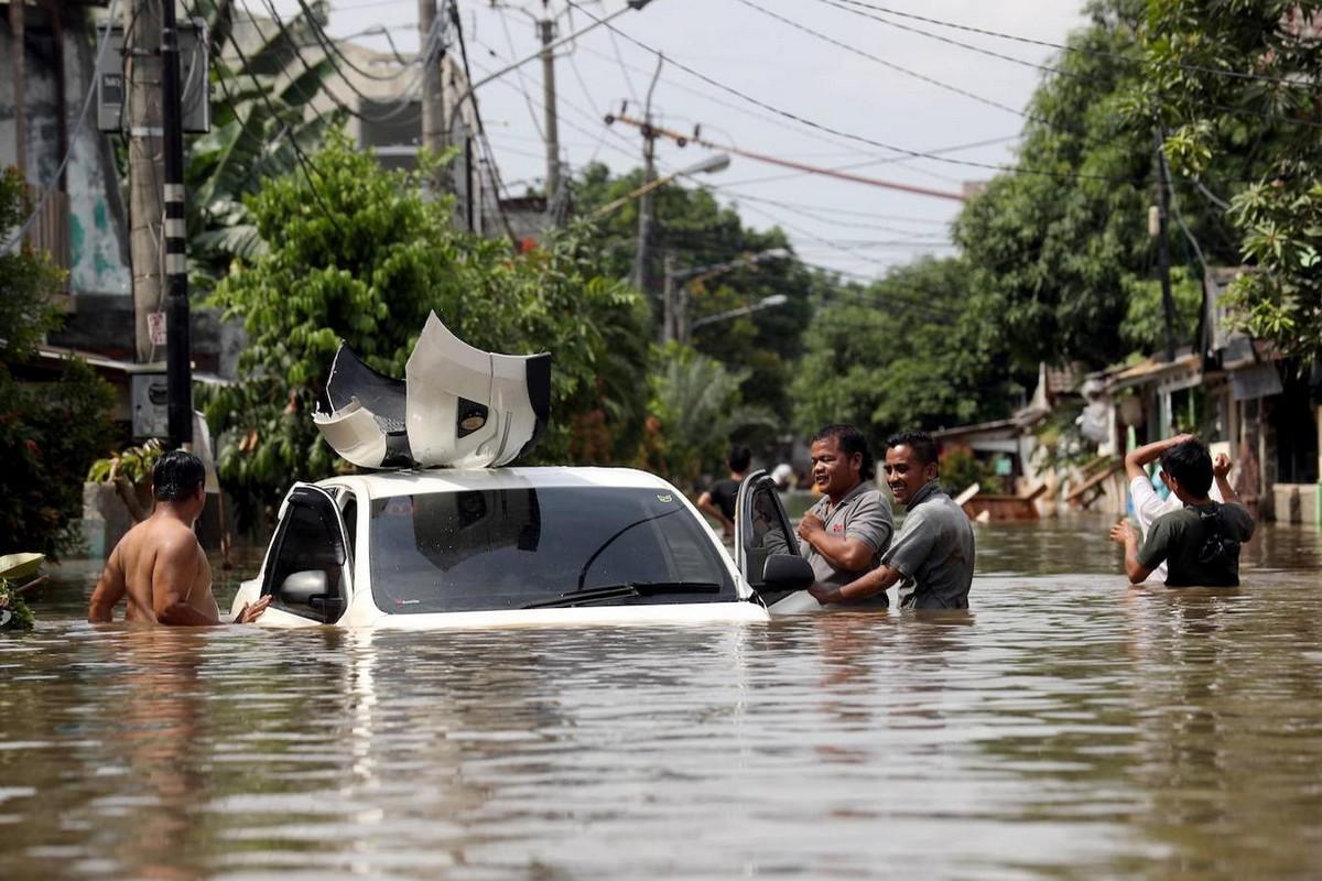 Последствия наводнения в Джакарте