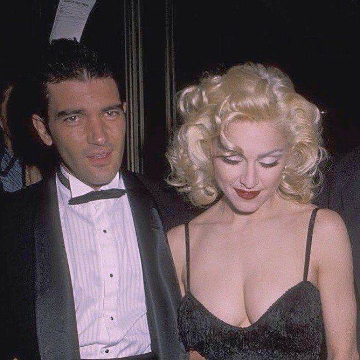 Редкие фотографии знаменитостей из 90-х