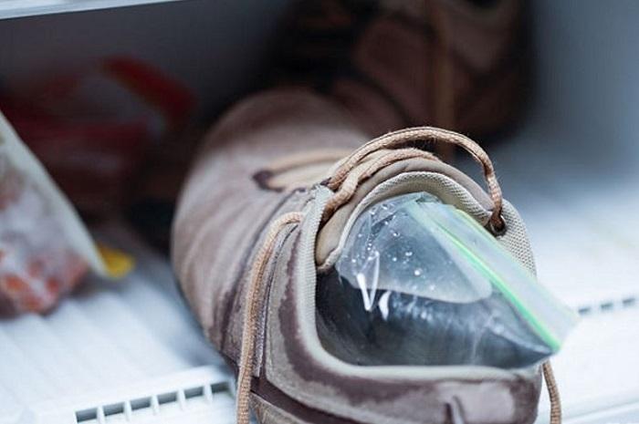 Способ растянуть обувь при помощи воды в домашних условиях
