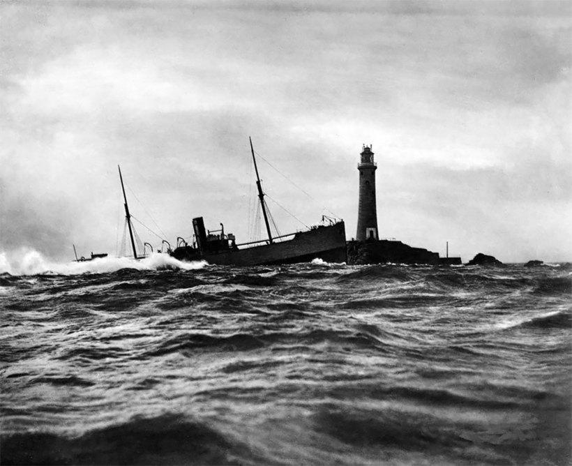 Старинные фотографии тонущих кораблей, которые британская семья снимала больше 150 лет