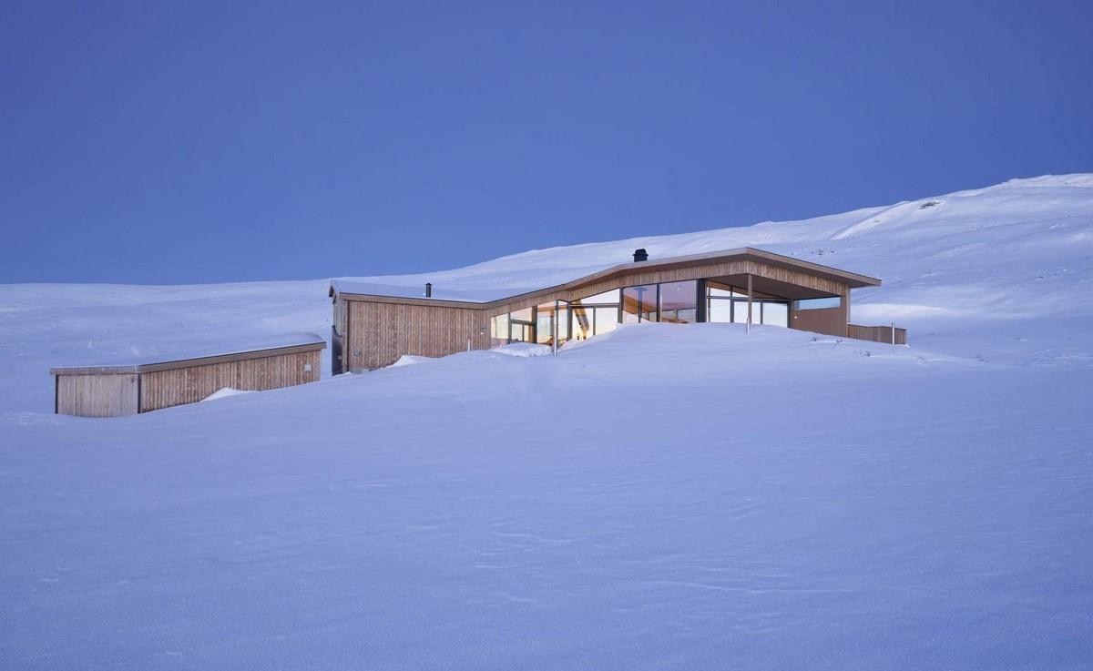 Уютный сборный домик в горах Норвегии