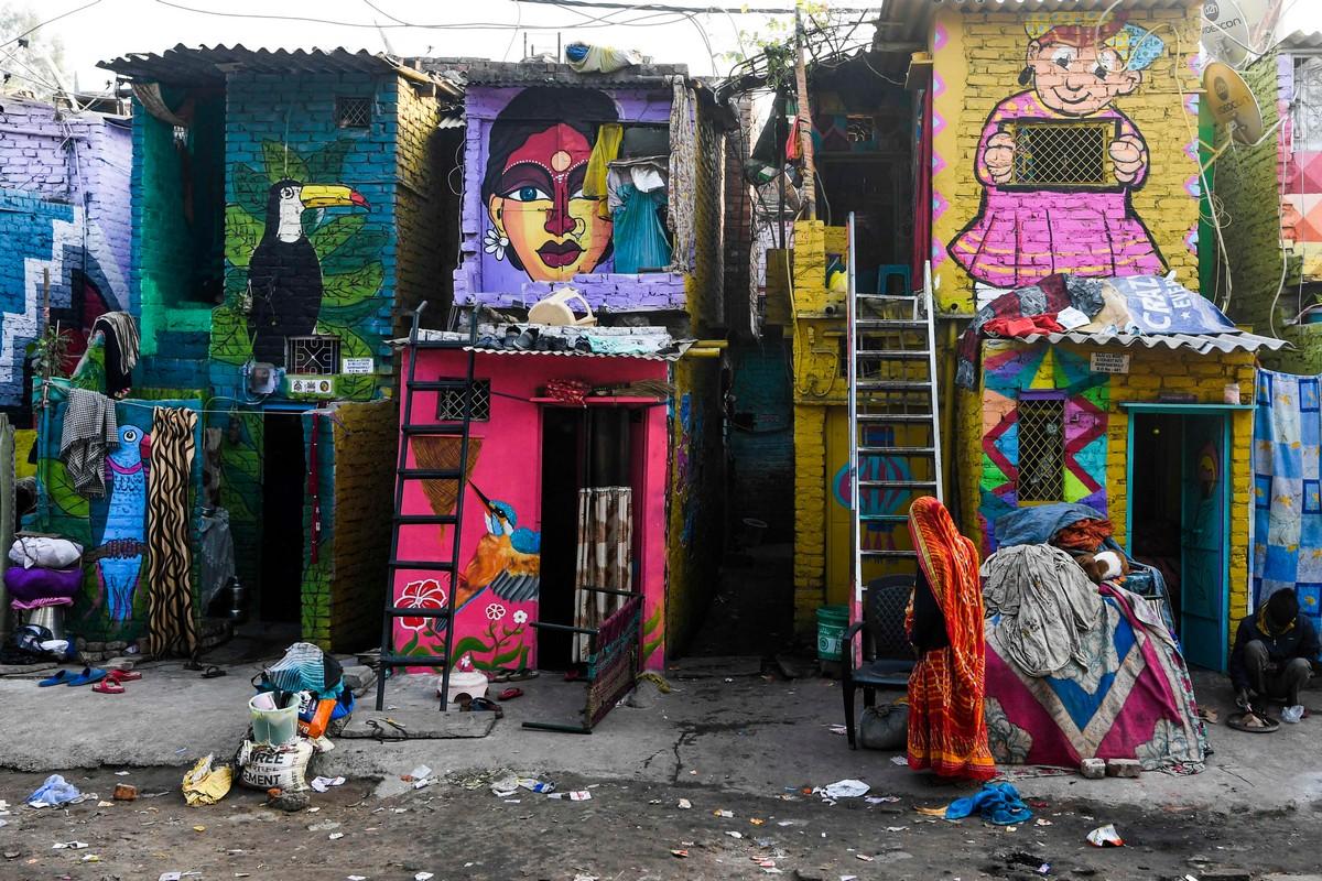 Яркие стрит-арт рисунки в трущобах Нью-Дели