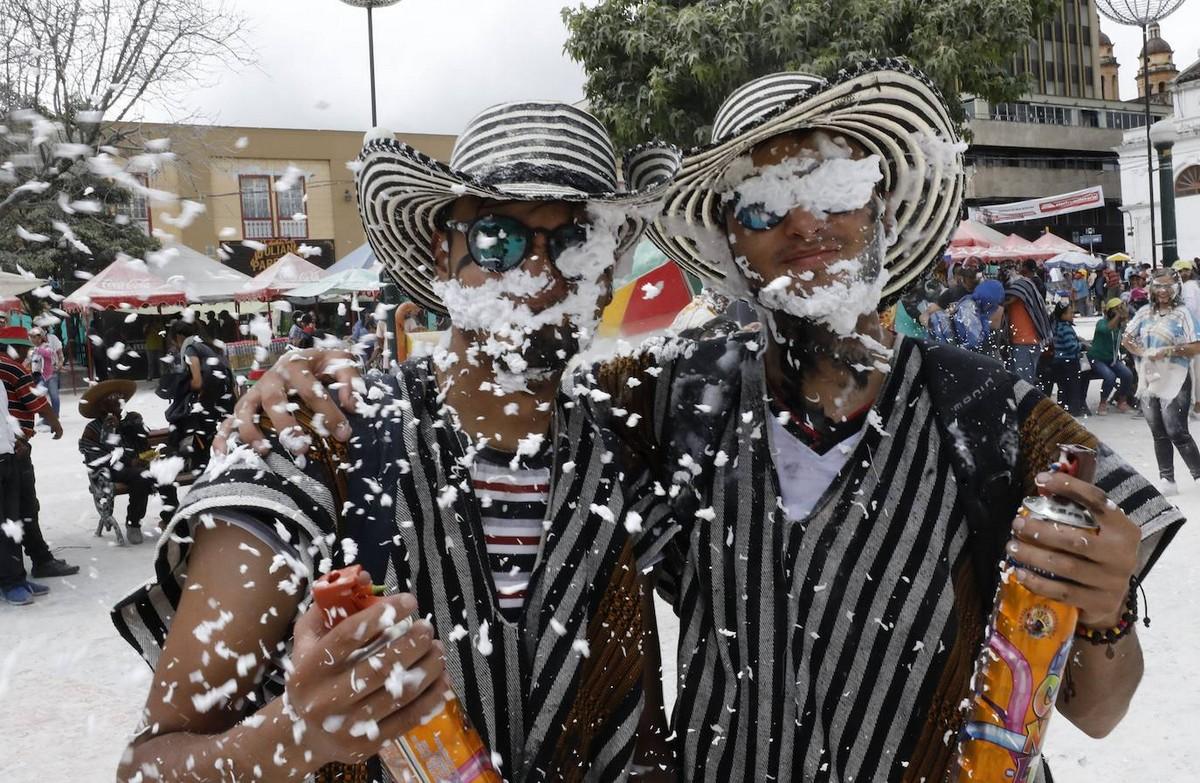 Яркий карнавал «Черных и Белых» в Пасто