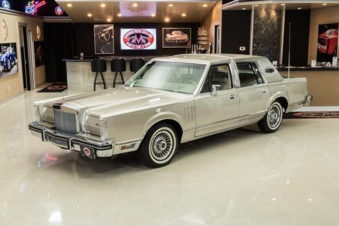 40-летний Lincoln Continental Mark VI с выставили на продажу