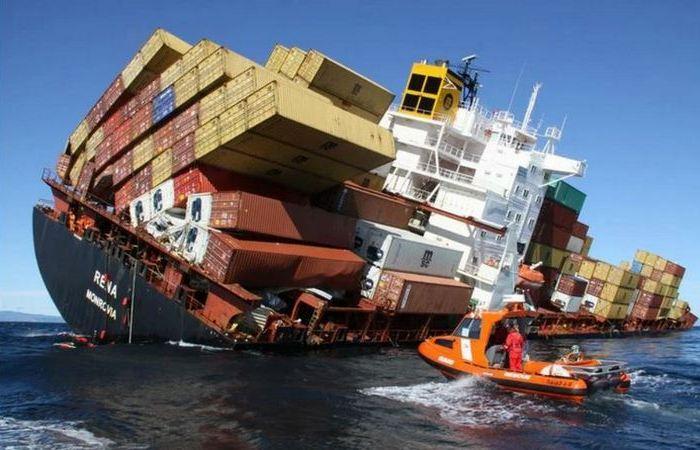 Почему морские контейнеры не падают с кораблей во время перевозки