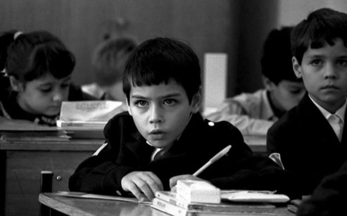 Почему переучивали левшей в советских школах