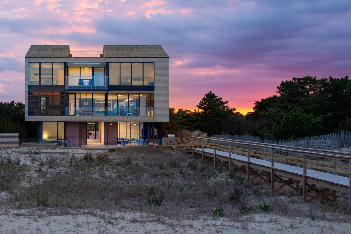Современный семейный дом между океаном и озером в США