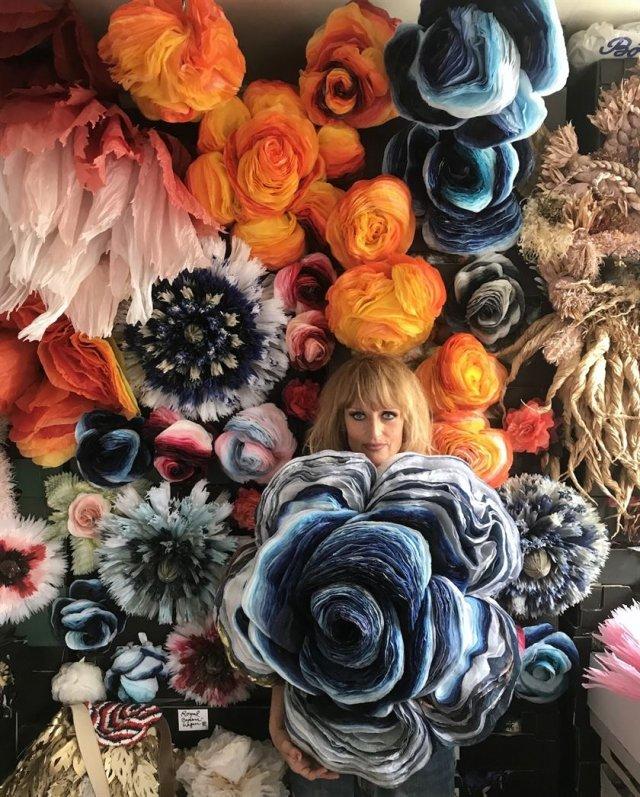 Гигантские бумажные цветы от датской художницы