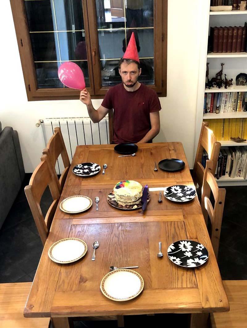 Люди, празднующие дни рождения на карантине