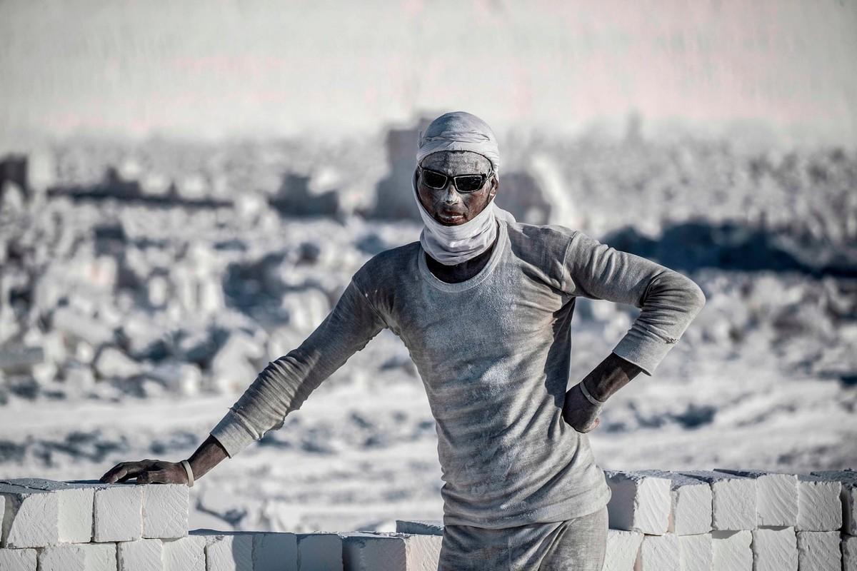 Пыльная добыча известняка в Египте