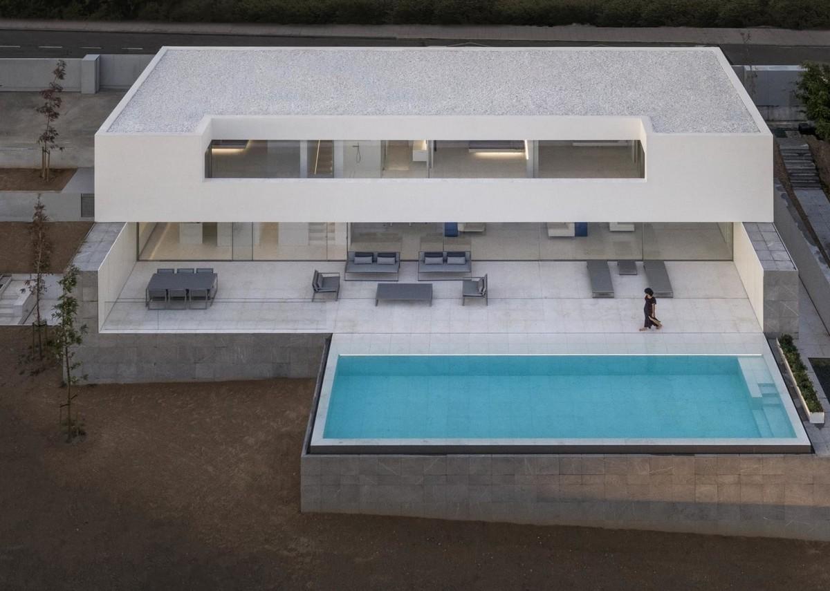 Современная вилла с бассейном в Испании