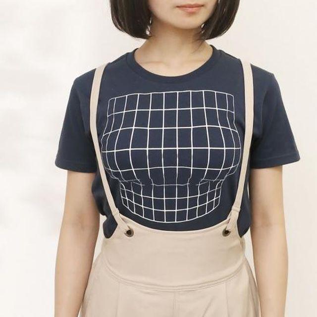 Японцы придумали футболку, которая зрительно увеличивает женскую грудь
