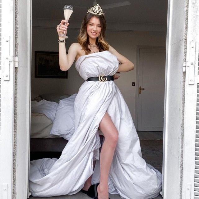 Платья из одеяла — новый тренд в Instagram