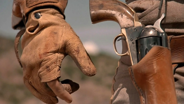 Почему ковбои крутят револьвер и дуют на его ствол