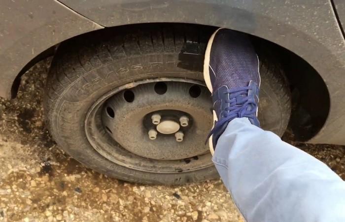 С чем может быть связан шум от колеса автомобиля
