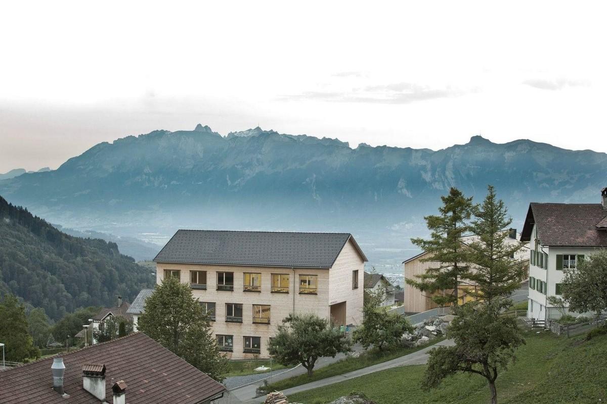 Школа и ратуша в Австрии