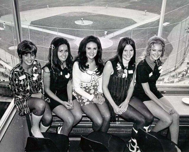 Девушки в мини-юбках на снимках 1960-1970-х годов