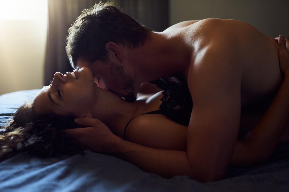 Причины, по которым стоит заниматься сексом утром