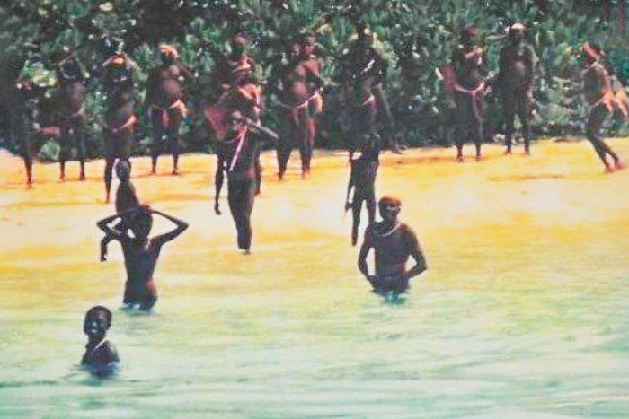 Сентинельцы: дикое племя, которое не научилось добывать огонь