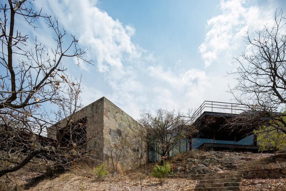 Частный дом из камня, стекла и стали в Мексике