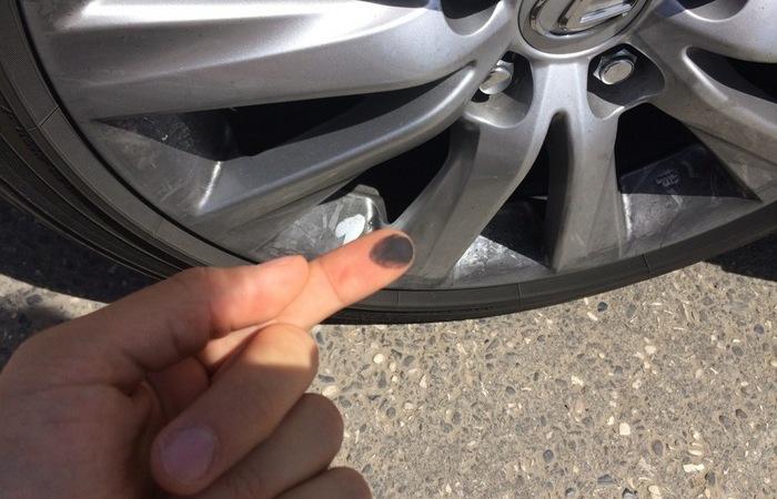 Черный налет на колесных дисках: откуда берется и как избавиться