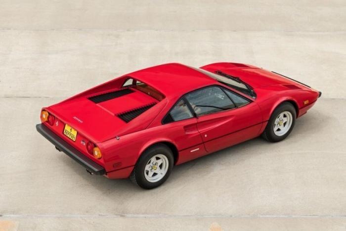 Ferrari 308 GTB «Vetroresina» с двигателем V8