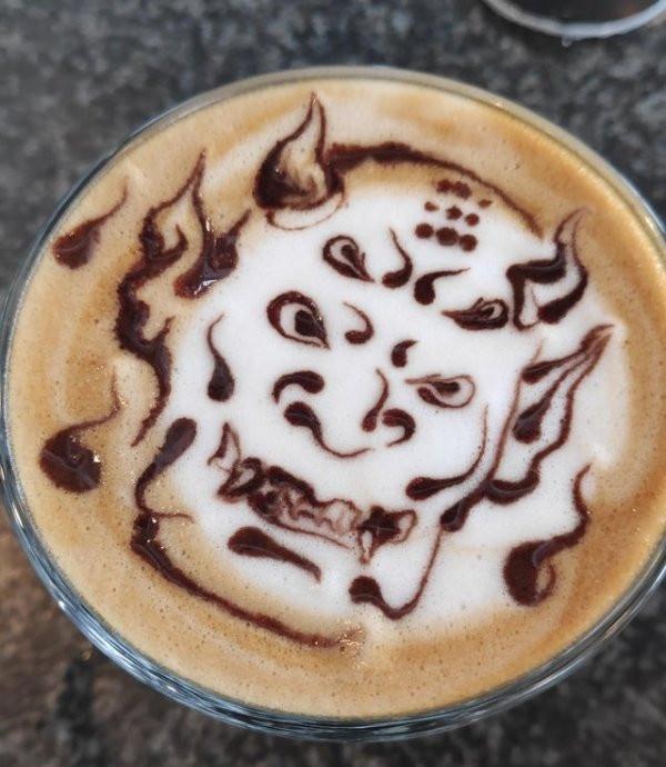 Латте-арт и рисунки на кофе