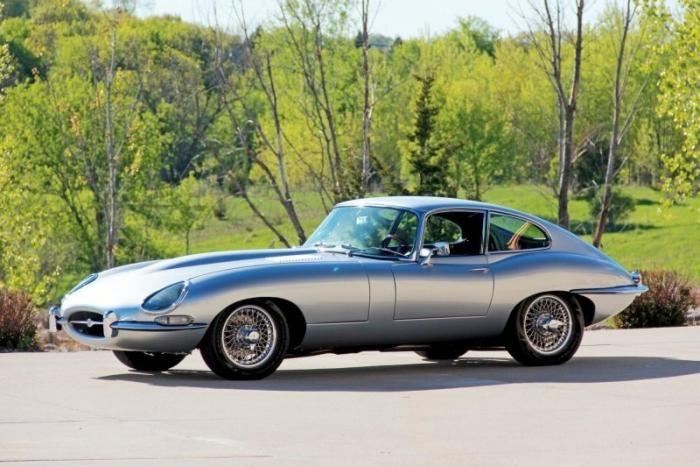 Рестомод Jaguar XKE 1964 года в стиле автомобилей Джеймса Бонда