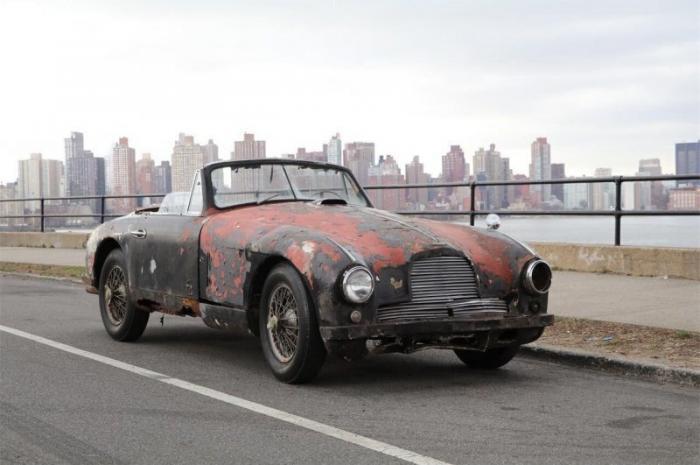 Сгнивший кабриолет Aston Martin 1952 года продали за внушительную сумму
