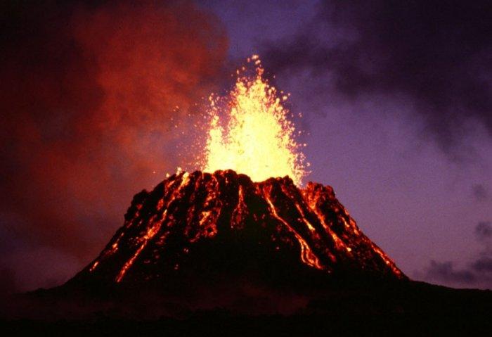 А если вместо переработки мусора сбрасывать его в вулканы?