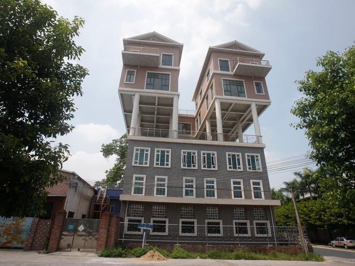 Дома, которые построены в самых необычных местах