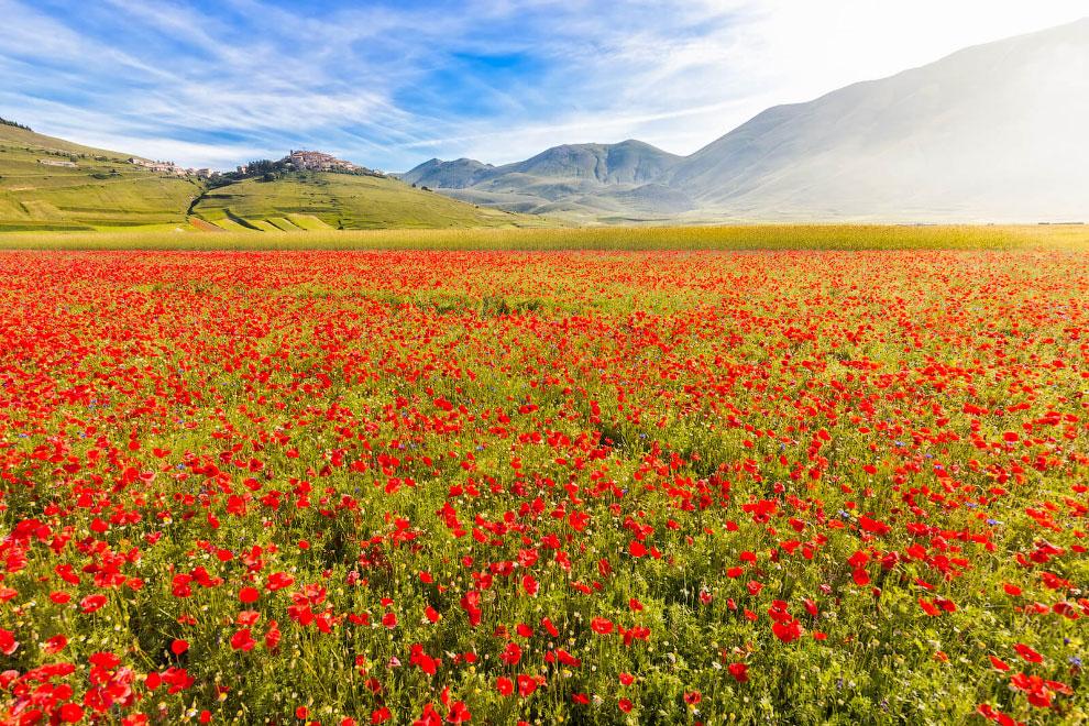 Кастеллуччо — прогулка по разноцветной долине Италии
