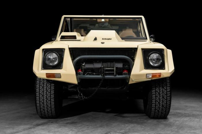 Lamborghini LM002 — самый неполитрокорректный автомобиль в истории