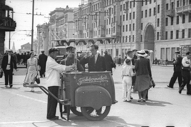 Москва в 1930-е годы на снимках