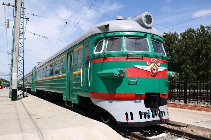 Почему поезда в Советском Союзе красили в зеленый цвет