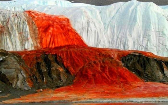 В чем загадка «кровавого» водопада в Антарктиде