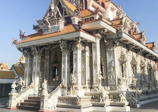 «Храм Дэвида Бекхема» — одно из самых странных религиозных зданий