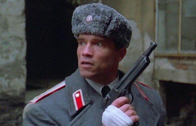 Что за пистолет был у Шварценеггера в «Красной Жаре»?
