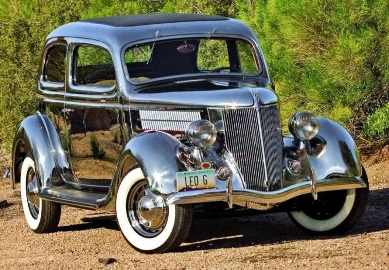 Ford V8 Tudor Deluxe с кузовом из нержавеющей стали
