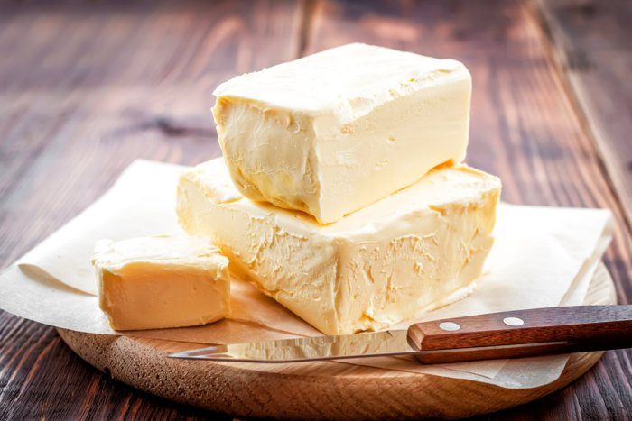 Из чего делают маргарин и вреднее ли что он масла?