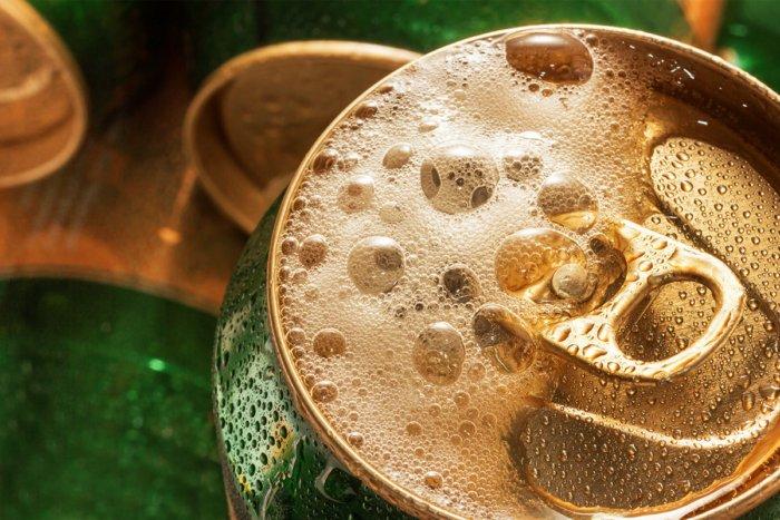 Как по мнению ученых правильно открывать банку с пивом