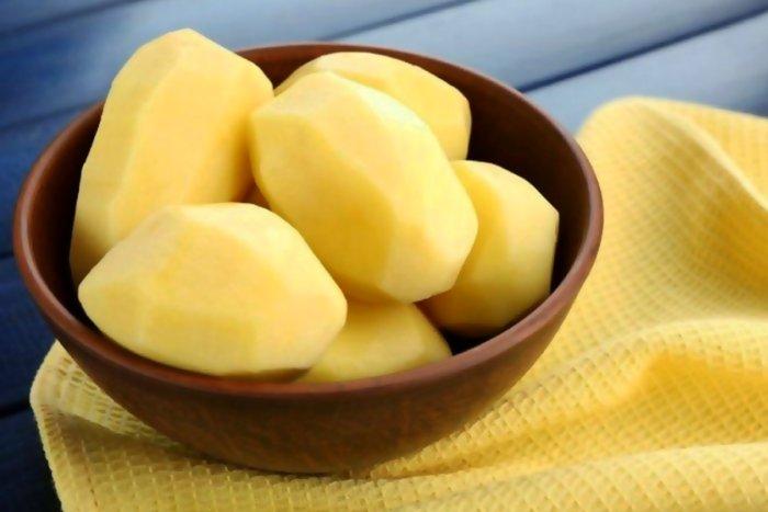 Почему опасно есть сырую картошку?